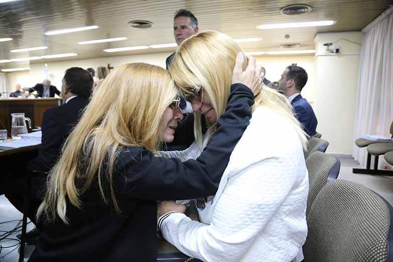 Carola Labrador y la madre de Ángeles Rawson se dieron un conmovedor abrazo en el juicio por el crimen de Candela