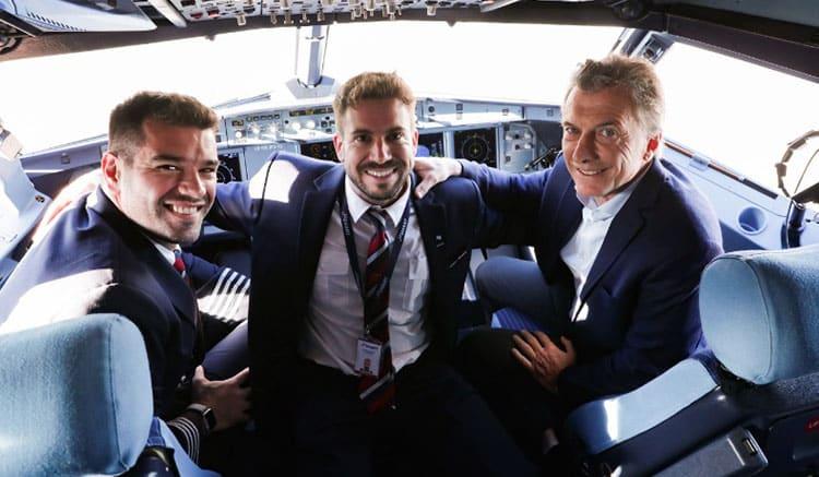 Macri asistió al despegue del primer avión de otra low cost en El Palomar