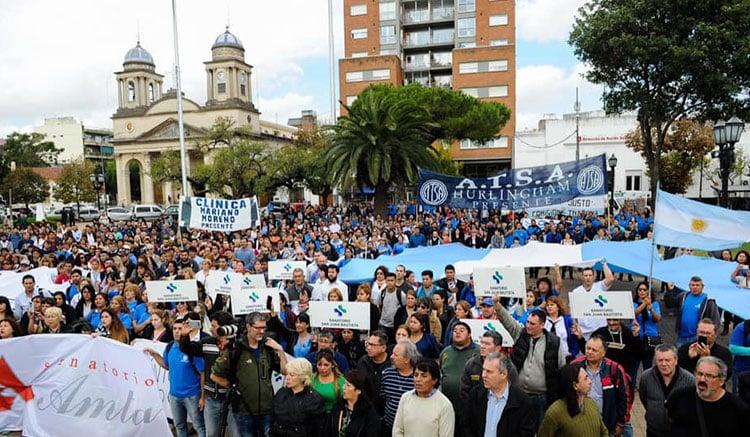 Multitudinaria marcha de los trabajadores de Sanidad en Morón