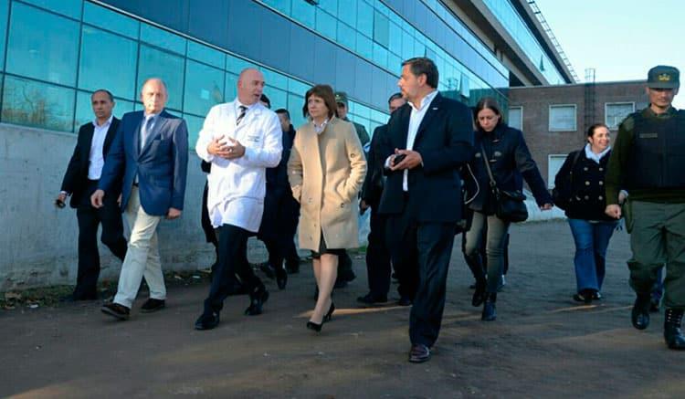 Bullrich dijo que las Taser se usarán en el Posadas y desató el repudio de trabajadores y profesionales del hospital