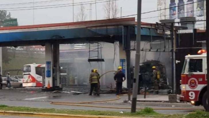 Morón: se incendió una estación de servicio a metros del shopping Plaza Oeste