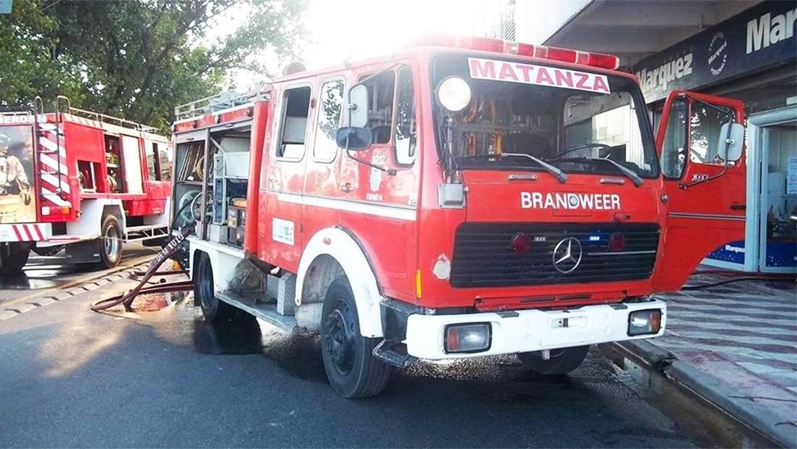 Cruce de acusaciones entre los bomberos y  Magario por el salvataje de la institución