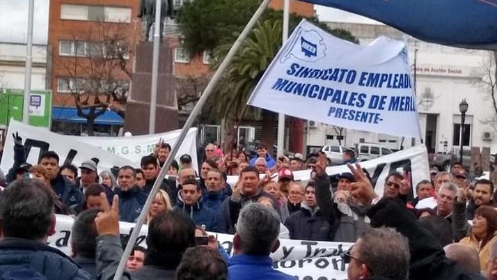 Los municipales de Morón evalúan instalar una olla popular ante la falta de respuesta por los despidos