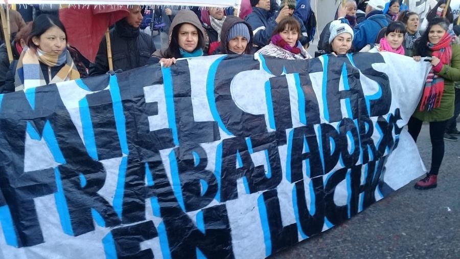 Trabajadores de Mielcitas pelean por recuperar la fábrica y piden la intervención del municipio