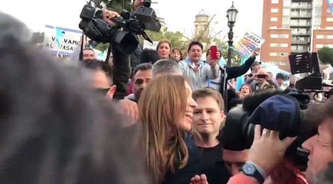 Apoyo: Vidal saludó a militantes M que marcharon a la plaza de Morón por su cumpleaños