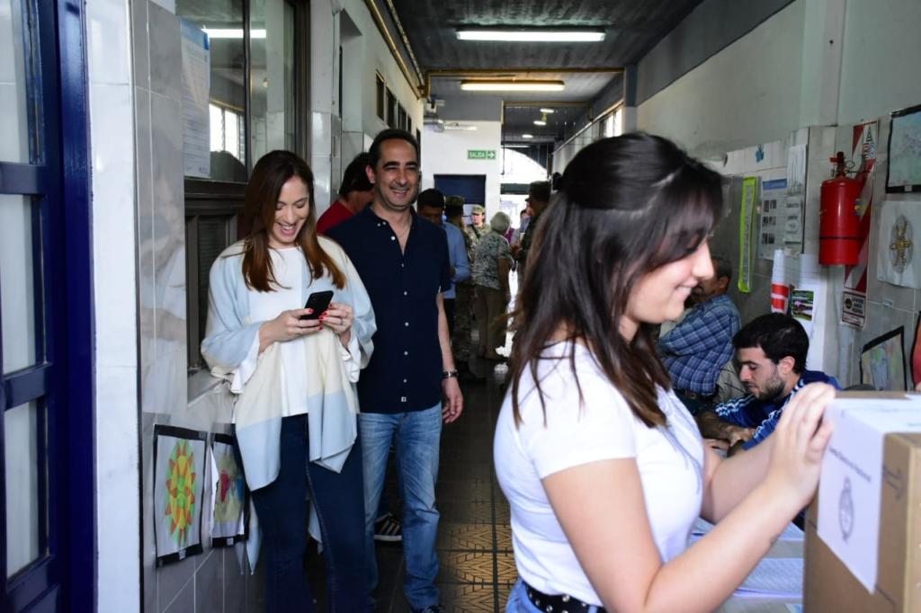 Ramiro Tagliaferro y María Eugenia Vidal votando en Castelar