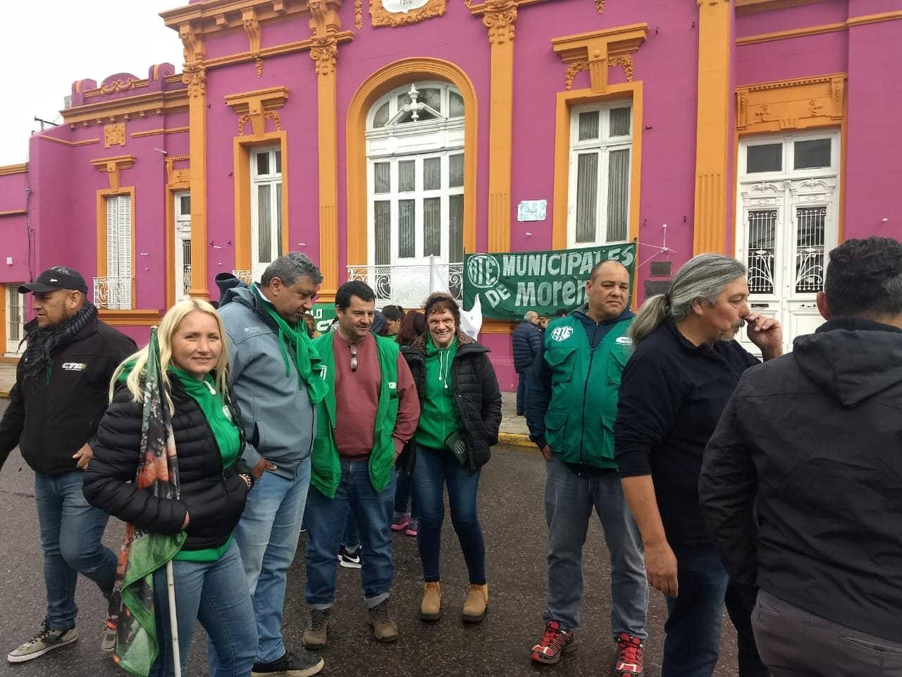 Movilización de ATE Moreno en las puertas de la municipalidad