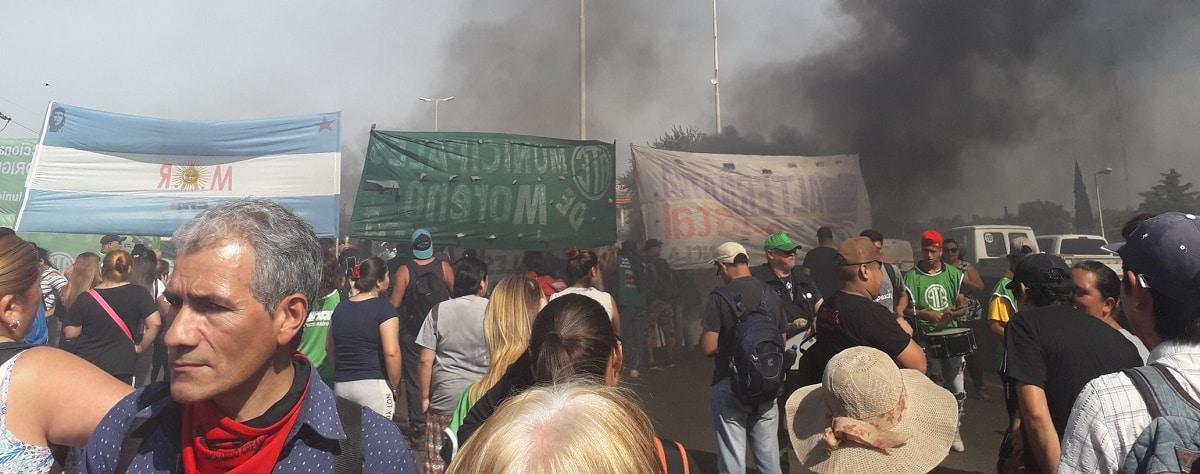 Municipales de Moreno cortan el acceso oeste en reclamo de aumentos salariales atrasados