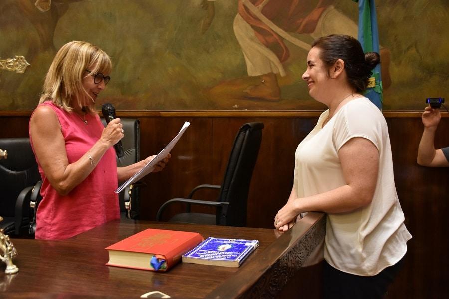 Analía Zappulla jura como concejal