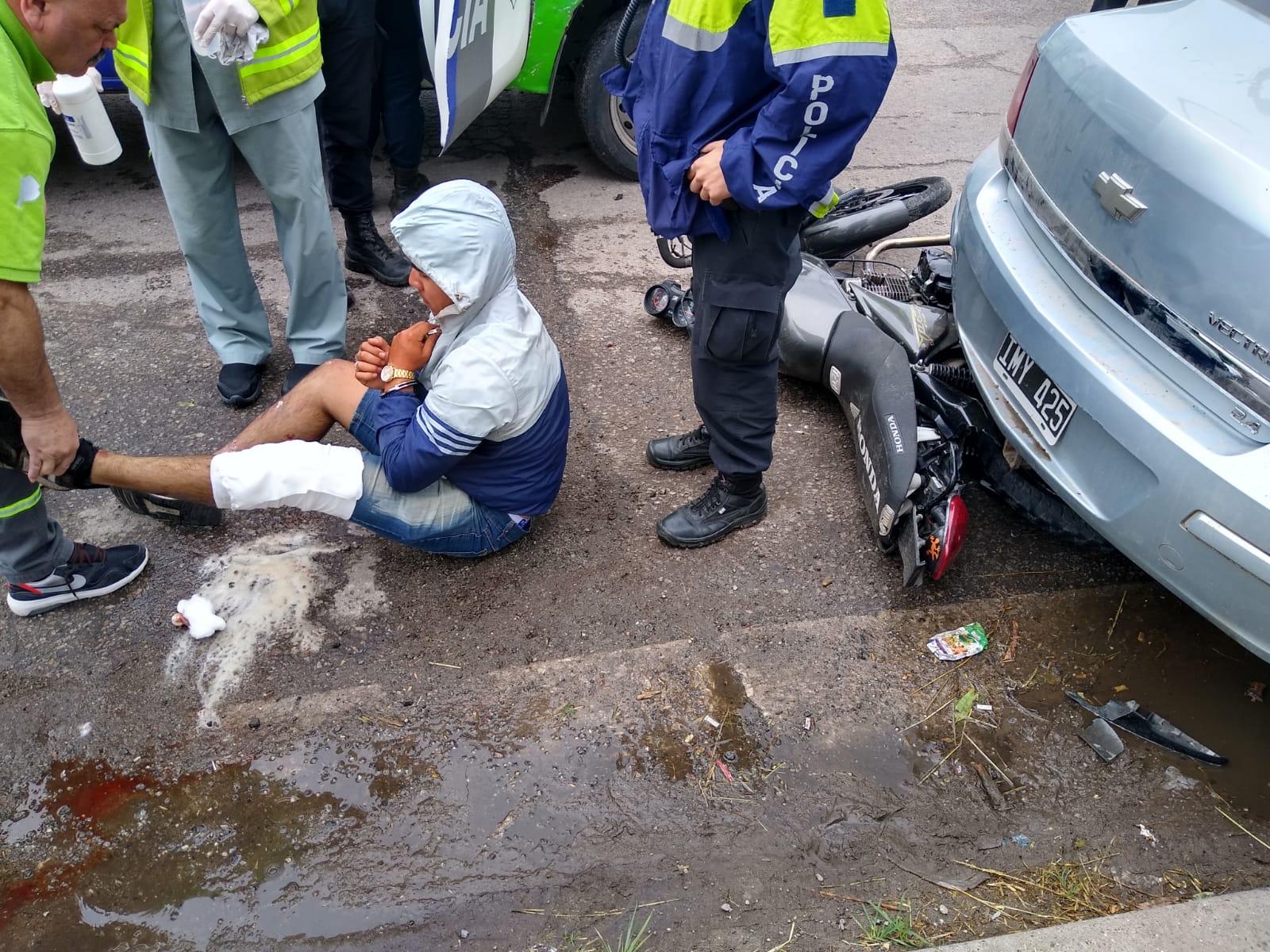 Un patrullero chocó a tres delincuentes que iban en moto y uno murió