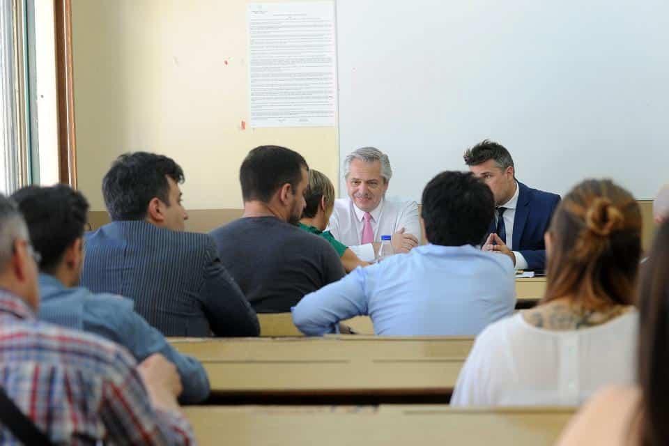 Alberto Fernández dando clases en la UBA