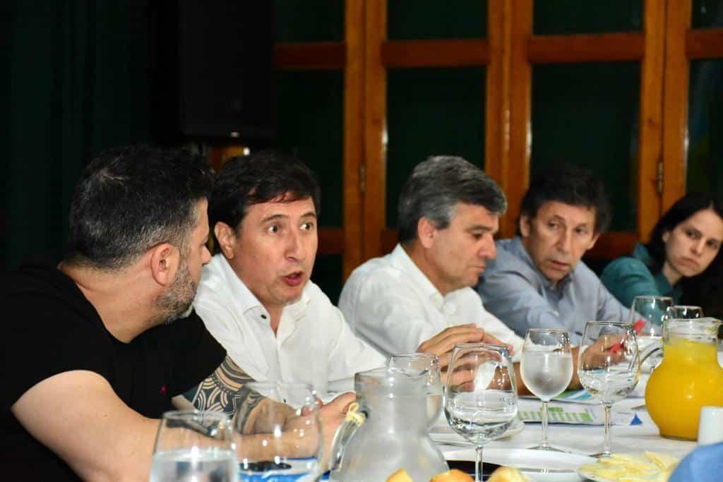 Arroyo y Menéndez presentaron la tarjeta alimentaria en Merlo