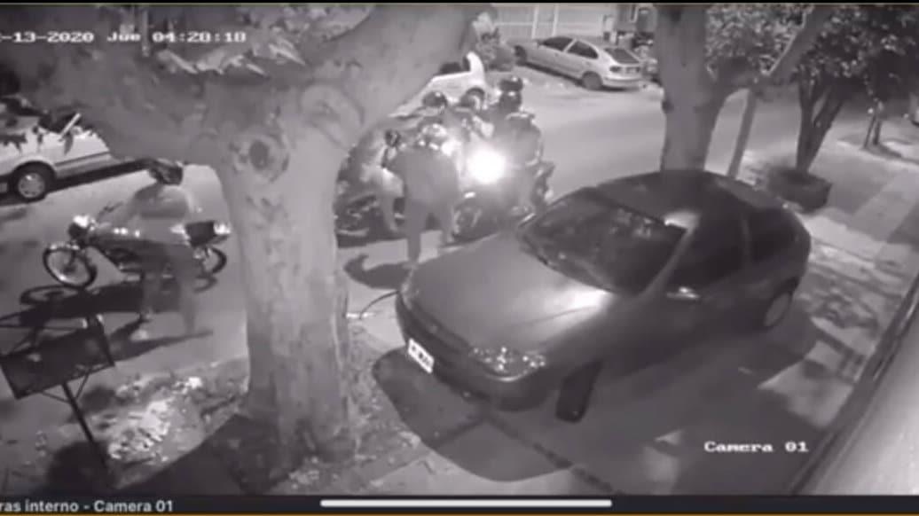 VIDEO   Nueva modalidad delictiva: el ataque piraña en moto