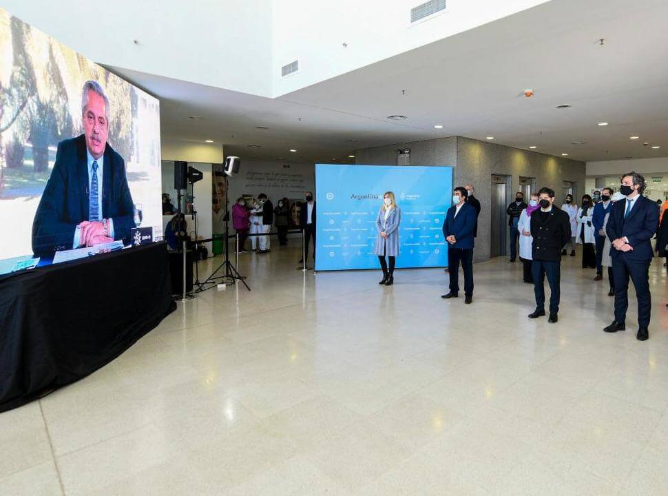 """Alberto Fernández en la inauguración del Hospital Favaloro: """"estamos lejos de haber pasado la pandemia"""""""