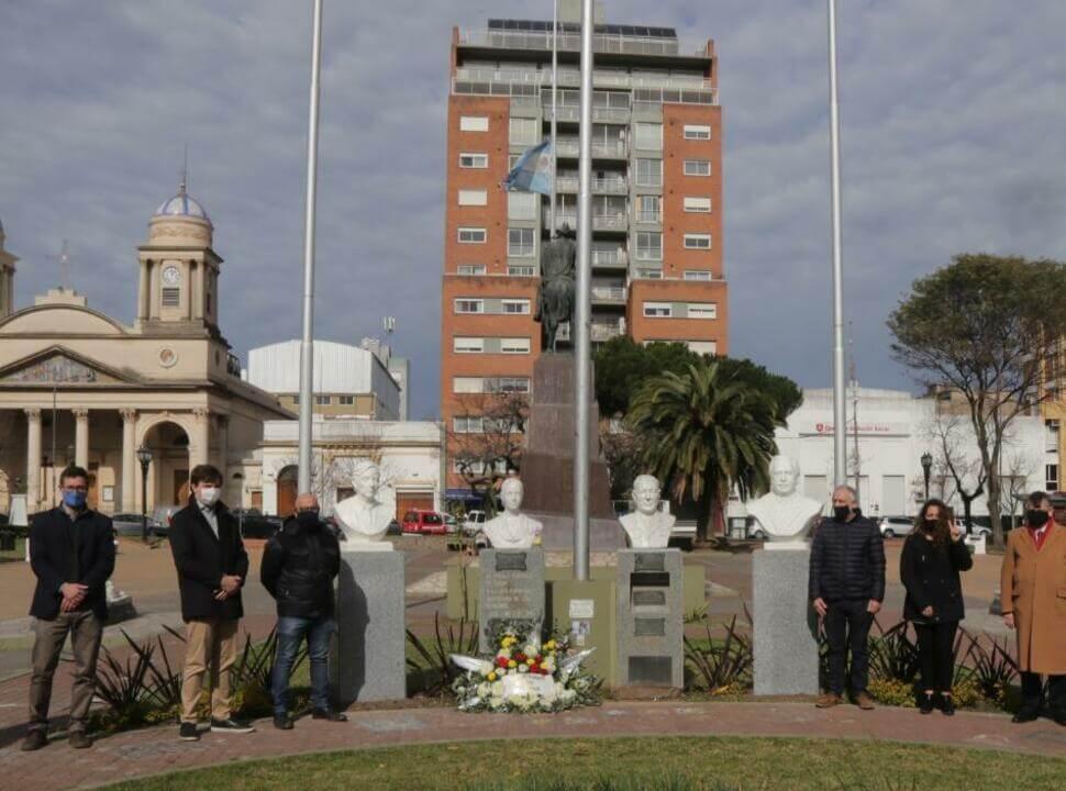 El municipio de Morón reinstaló el busto de Kirchner que había demolido Tagliaferro