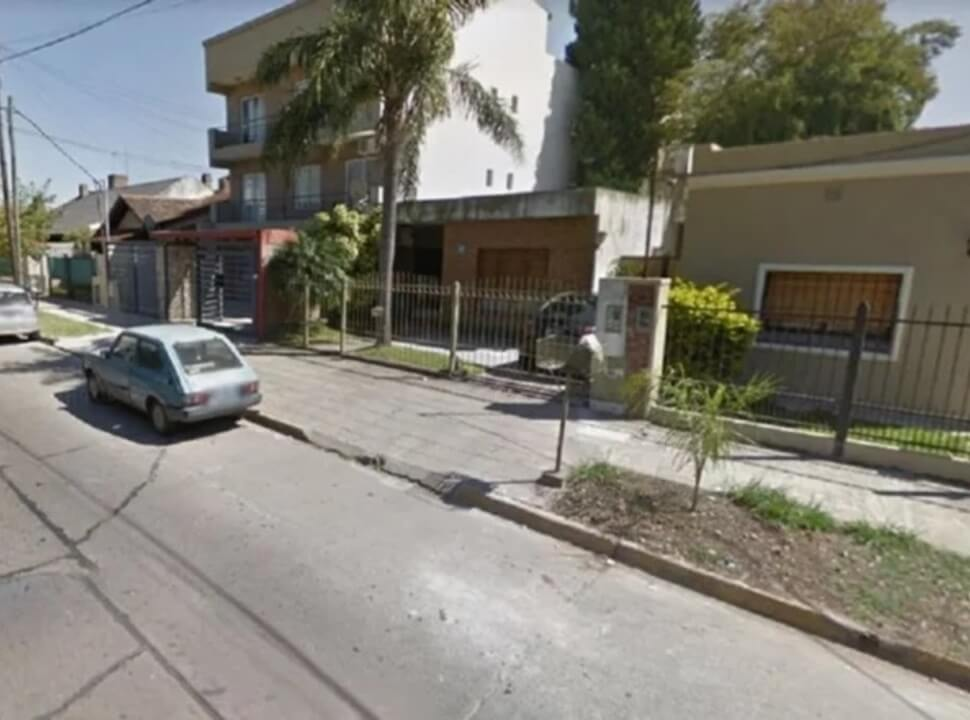 Esperaba a su hija y lo balearon para robarle la moto en San Antonio de Padua