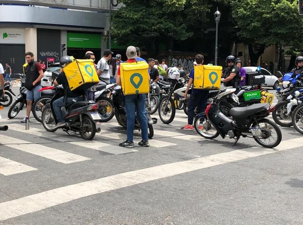 Trabajadores de las apps de delivery marcharon de Morón a San Justo exigiendo más seguridad