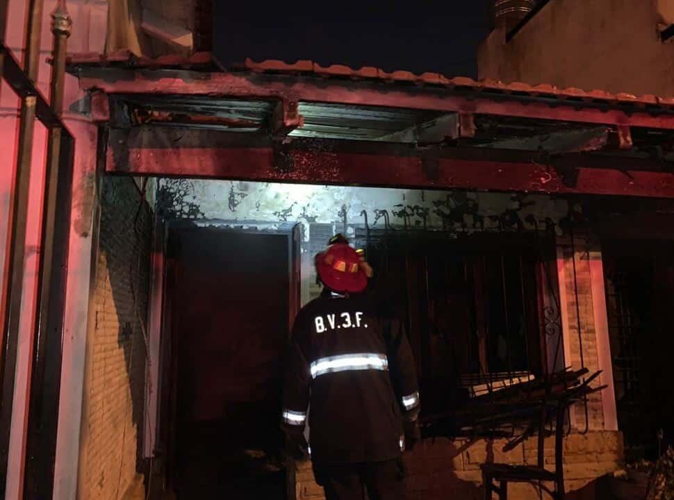 Incendio en Ramos Mejía: rescatan de entre las llamas a una nena de dos años y la salvan con RCP
