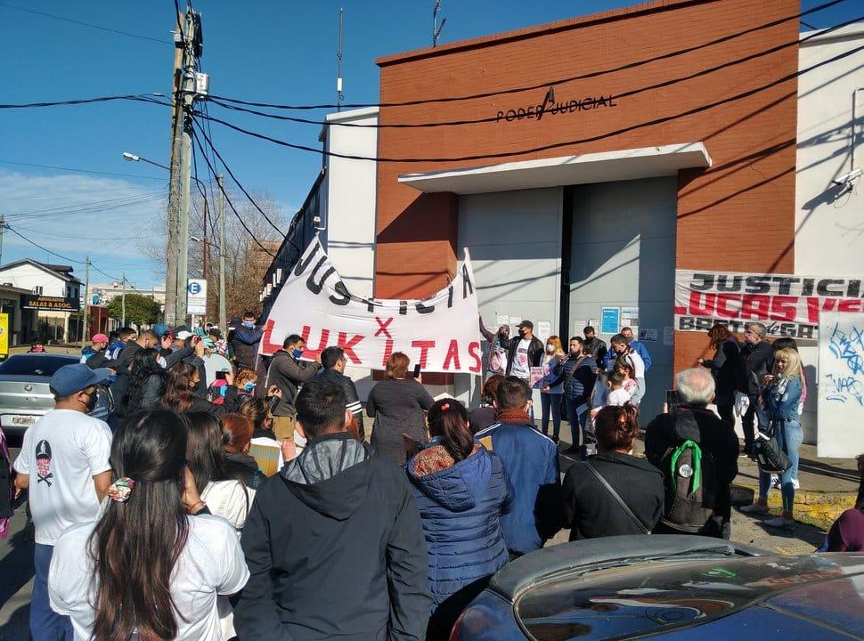 A un mes del asesinato de Lucas Verón, familiares se movilizaron a los tribunales de La Matanza