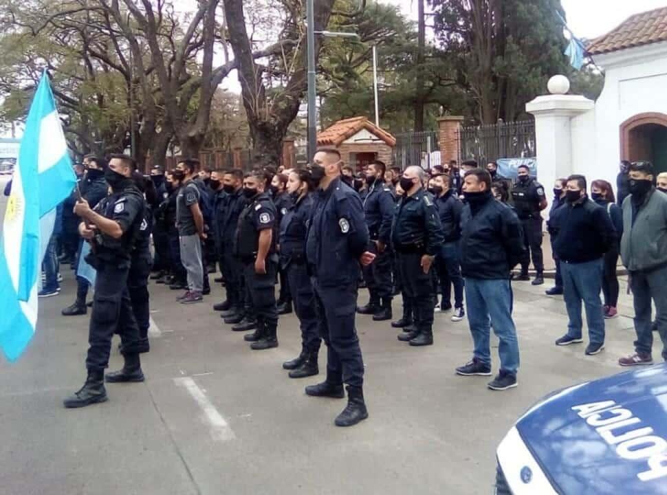 """Intendentes repudiaron la protesta policial en la Quinta de Olivos por ser """"una amenaza"""" y """"un amedrentamiento"""""""