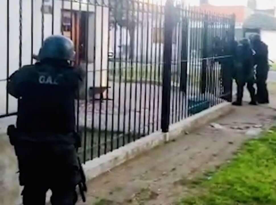 VIDEO | Tres detenidos acusados de balear a un cobrador en Ciudadela para robarle 150 mil pesos