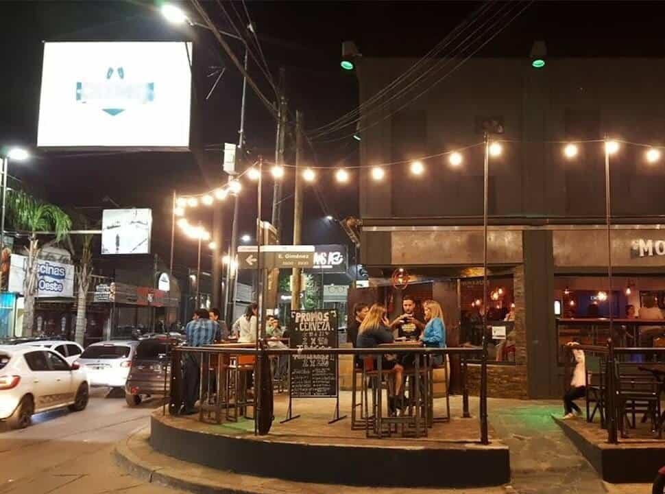 Morón habilita mesas afuera, Tres de Febrero aún no pide autorización y gastronómicos protestan en La Matanza