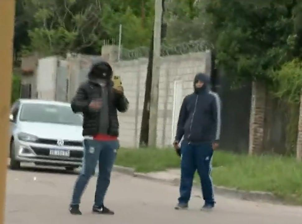 Laferrere: detuvieron a los sospechosos que amenazaron a vecinos frente a las cámaras de televisión