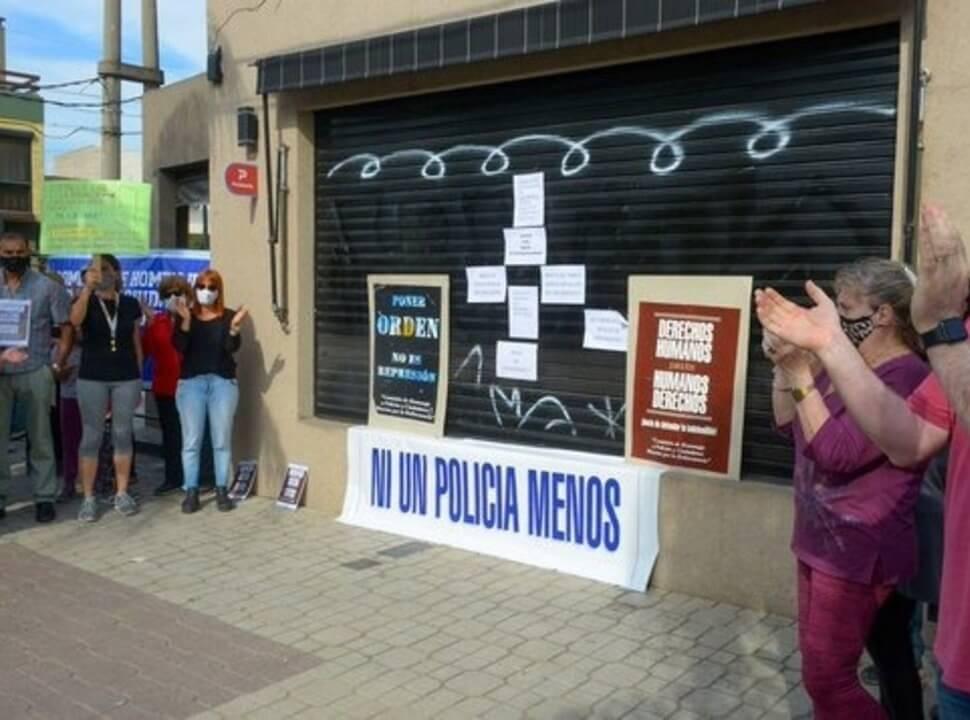 Pedido de justicia en Ramos Mejía: concentración de vecinos frente a la heladería donde acribillaron al policía