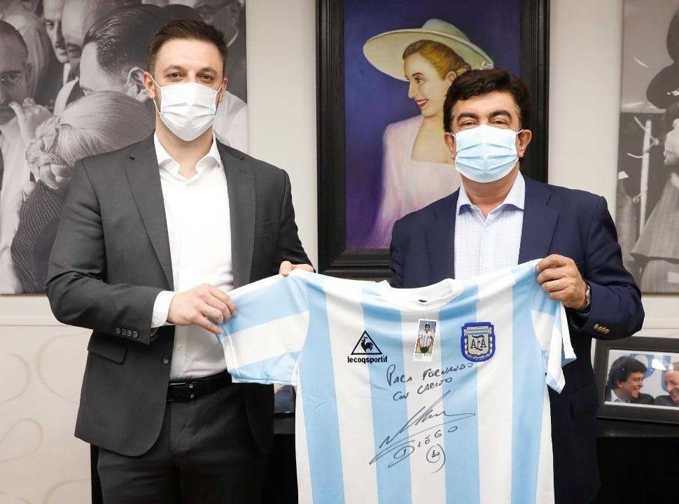 """Maradona, Morla y Espinoza lanzan la campaña solidaria """"Las 10 del 10"""" en La Matanza"""