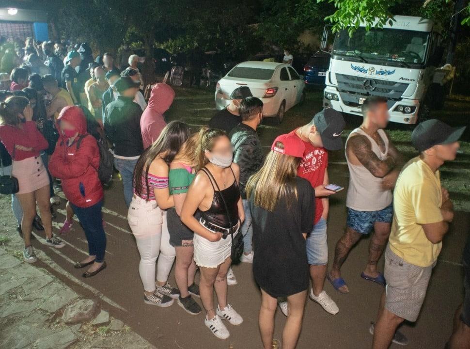 Virrey del Pino: desactivan una fiesta clandestina a la que asistieron 300 personas