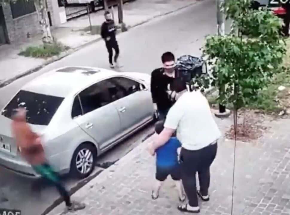 VIDEO | Villa Ballester: le roban el auto a punta de pistola cuando bajaba con su hijo de 6 años