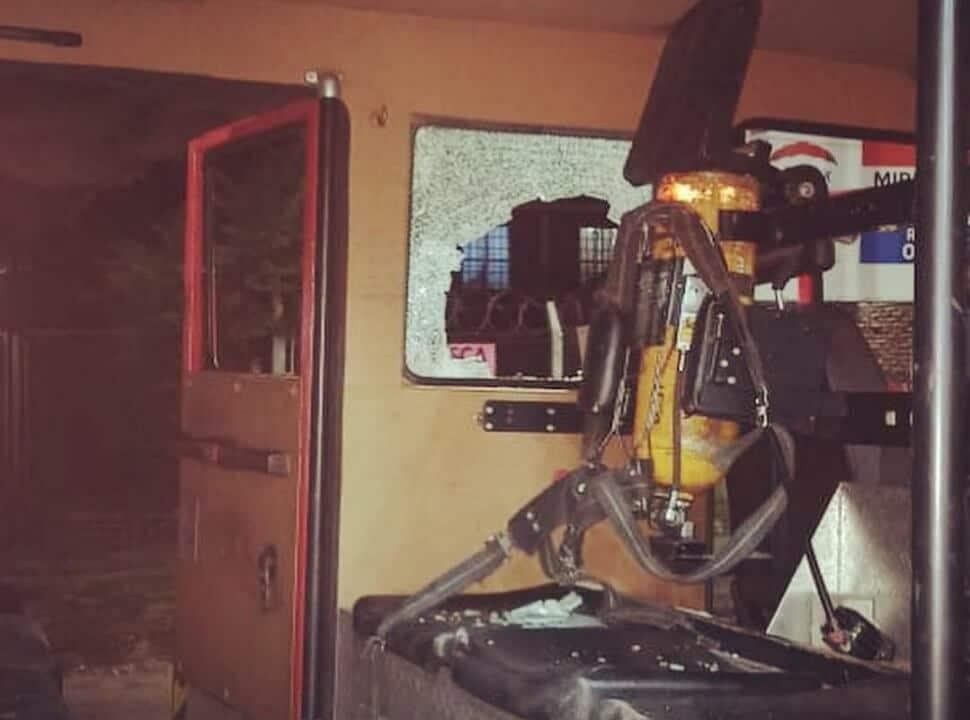 """Bomberos de Moreno denuncian que fueron """"engañados y abandonados"""" por la policía, tras haber sufrido un ataque"""