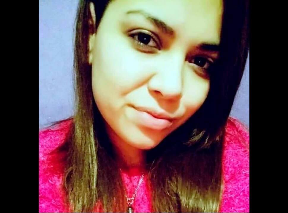 Encuentran a una joven muerta de un disparo en el mentón e investigan posible femicidio