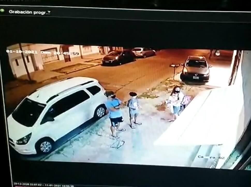 VIDEO | San Justo: un nene quedó en medio de un asalto en el que golpearon y le gatillaron a su padre
