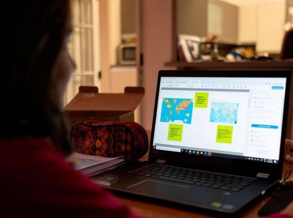 Siete de cada diez vecinos del oeste consideran que en 2020 las maestras trabajaron más o igual que otros años