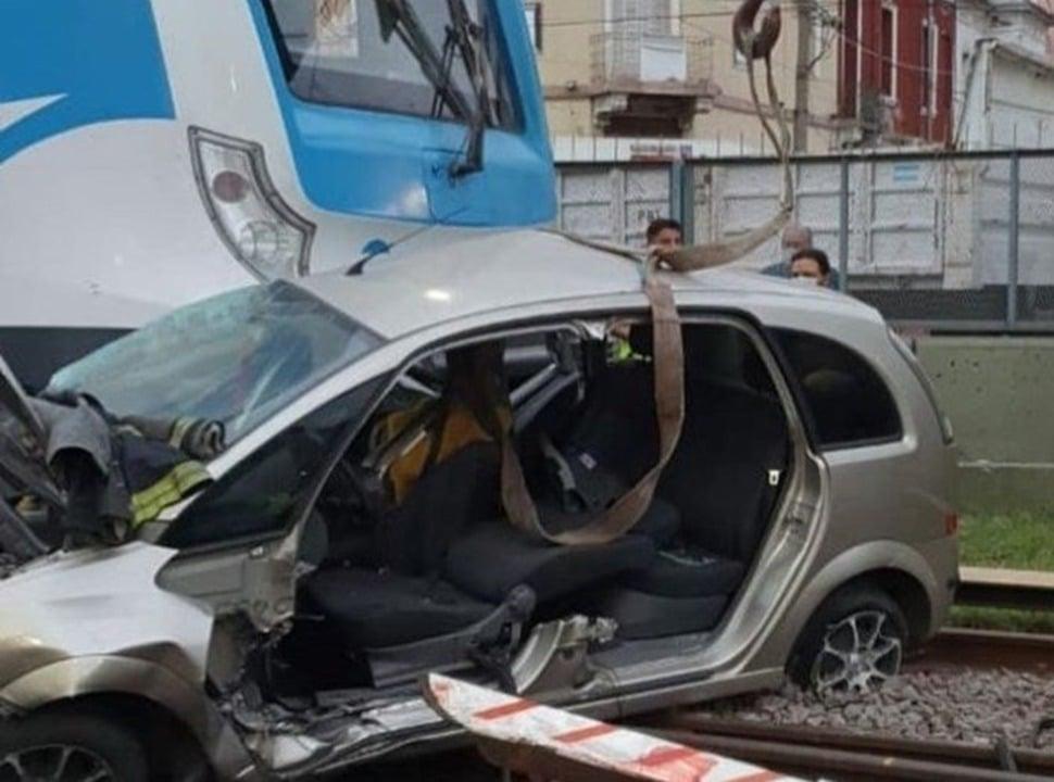 VIDEO | Ramos Mejía: imprudente al volante fue embestido por el tren