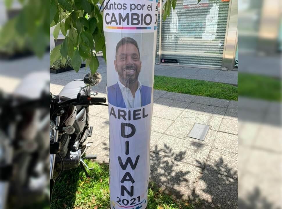 Juntos por el Cambio: El macrismo enfurecido por los afiches proselitistas de un productor teatral en Morón