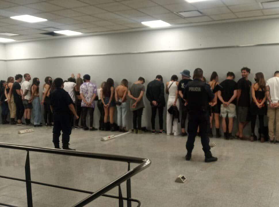 VIDEO | Hicieron una fiesta clandestina a metros de la Municipalidad de Morón: así los atraparon