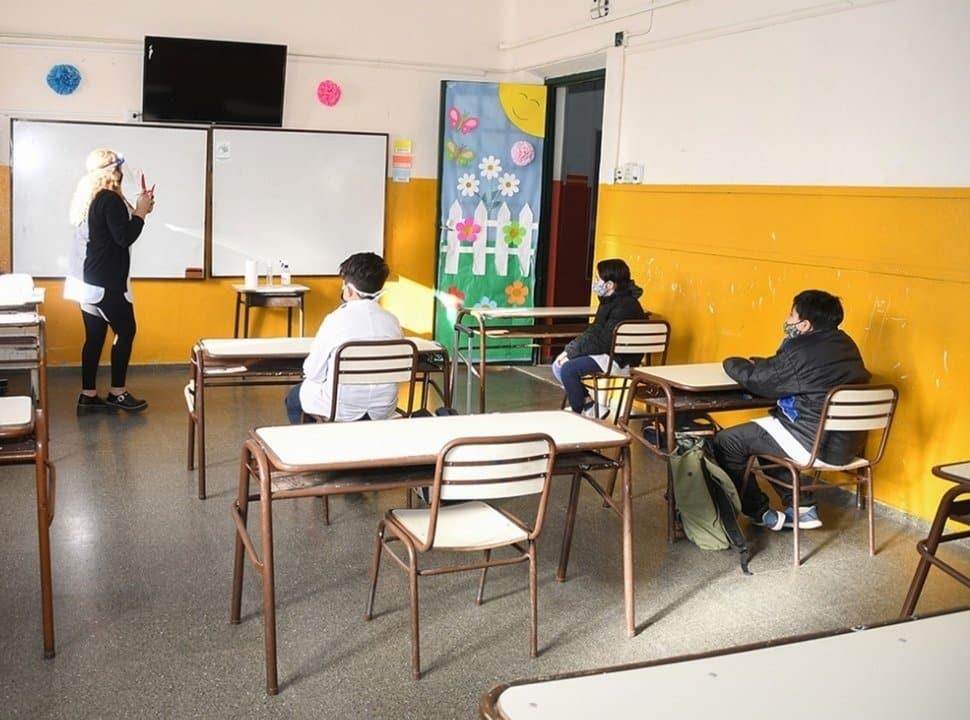 Clases presenciales en el Oeste: cuál es la situación de cada municipio ante la vuelta a las aulas
