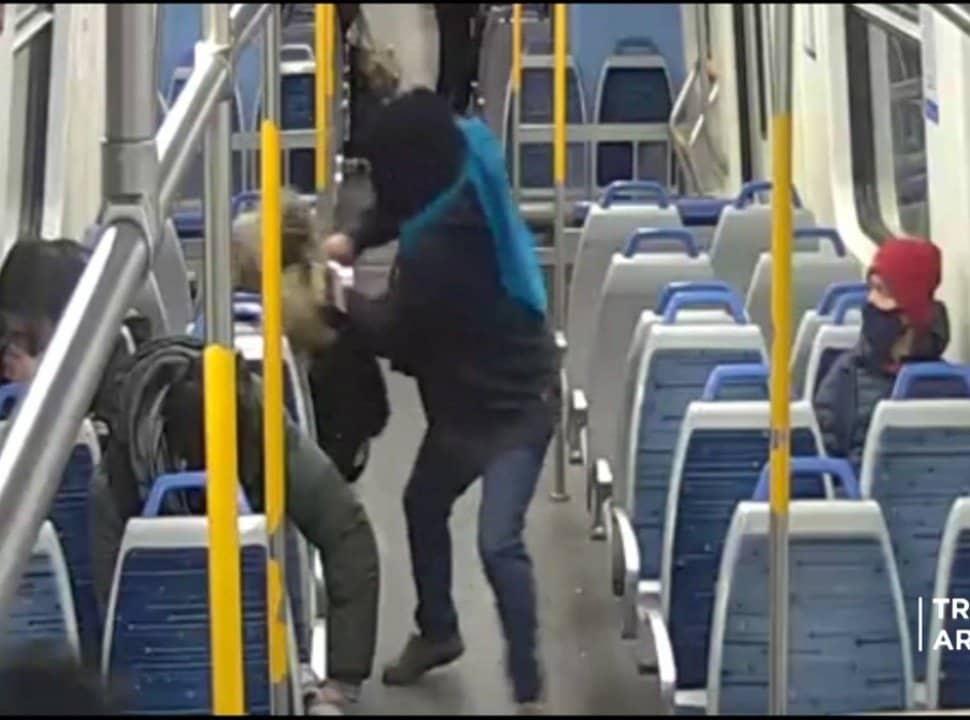 VIDEO | Robo en el Tren Sarmiento: le arrebató el celular a una mujer y lo detuvieron los pasajeros