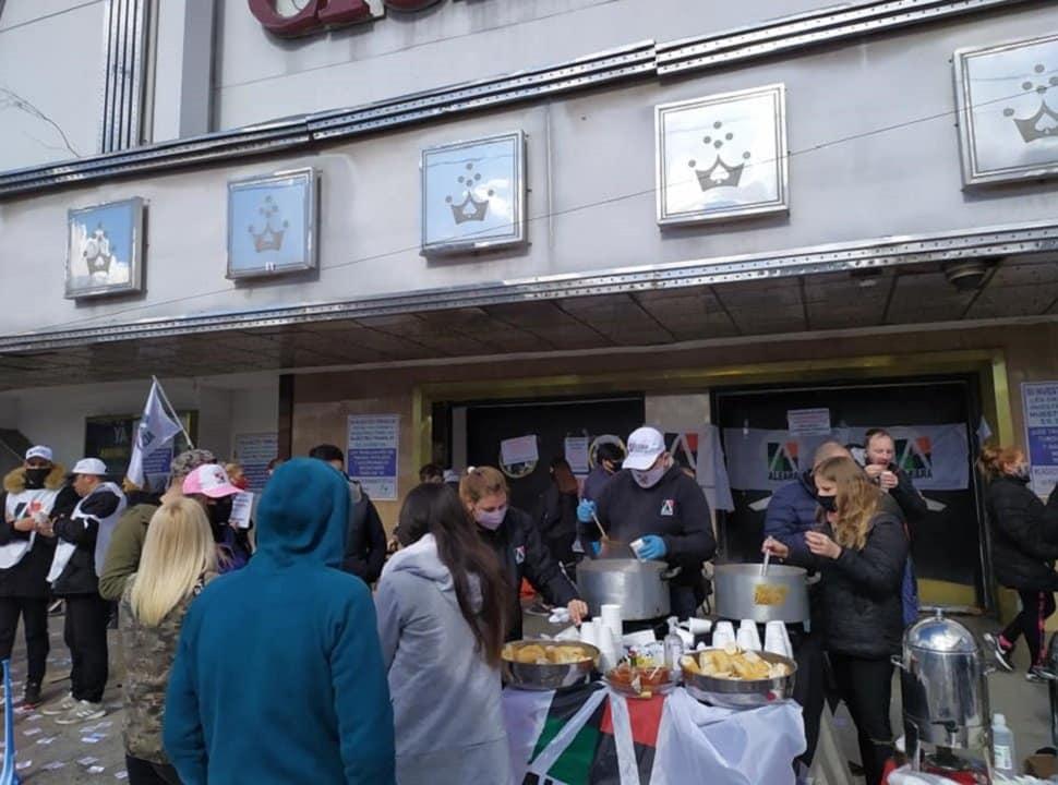 Olla popular y movilización por salarios atrasados en los bingos Ciudadela y Caseros