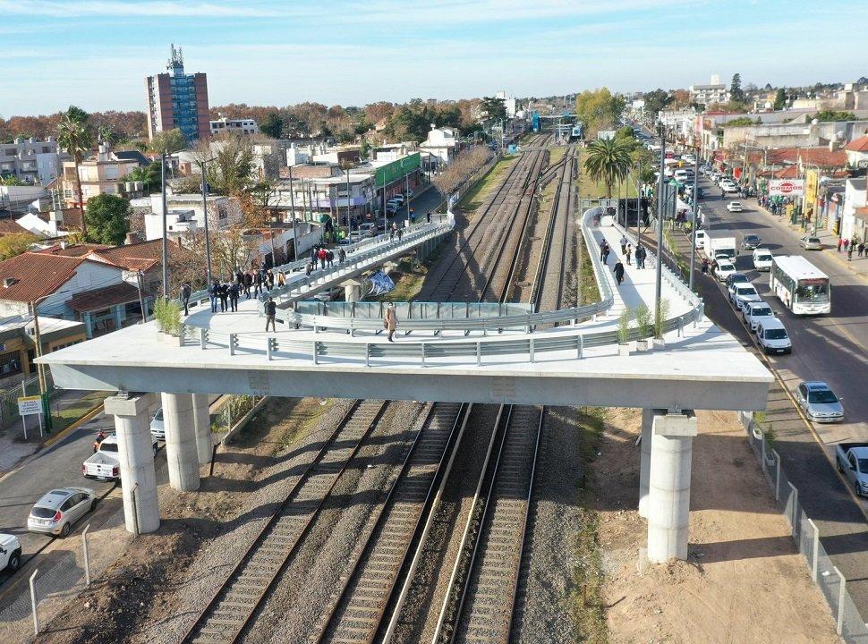 VIDEO | Ya funciona el puente de sobre las vías del Tren Sarmiento en Padua: ¿Cuándo se inauguran los de Ituzaingó?