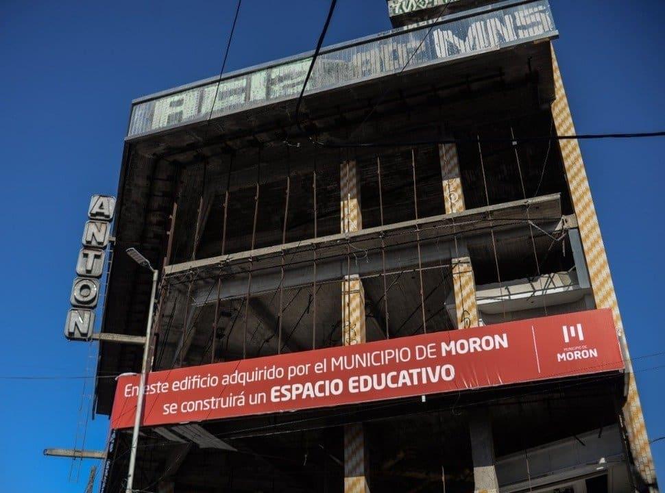 Centro Municipal de Educación Superior Morón: se firmó la cesión del edificio donde darán las clases