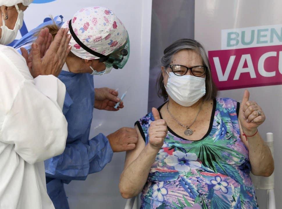 Covid-19: Dónde pueden vacunarse sin turno los mayores de 70 en La Matanza