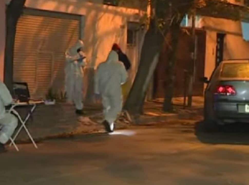 Misterioso asesinato en el límite de Ramos Mejía y Ciudadela: aparece una mujer baleada tras chocar su auto con una casa