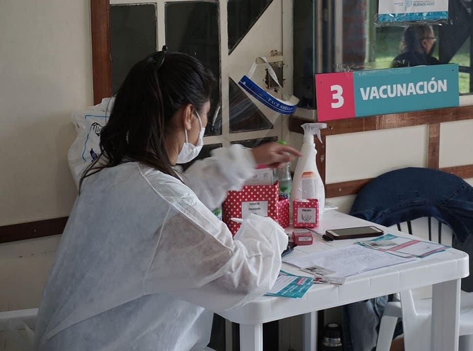 En el Oeste, más de la mitad de la población ya recibió al menos una dosis de la vacuna contra el Covid-19