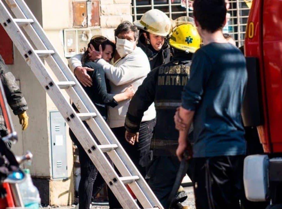 A un año del trágico incendio de Ramos Mejía, los bomberos siguen sin escalera mecánica