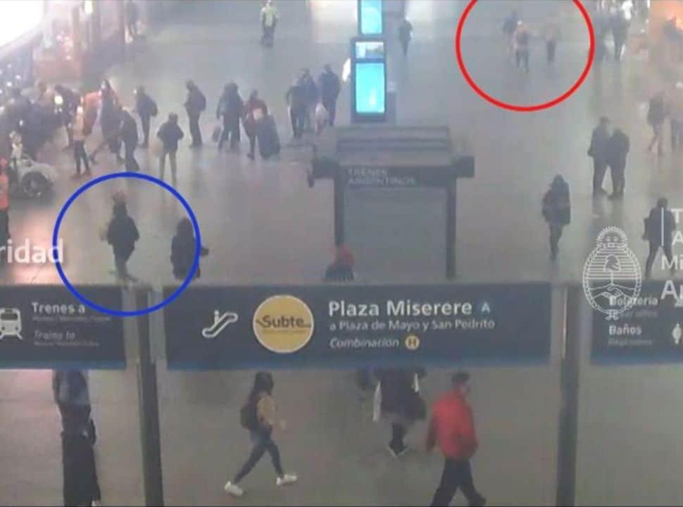 VIDEO | Tren Sarmiento: así atrapó la policía a un arrebatador de celulares en la Estación Once