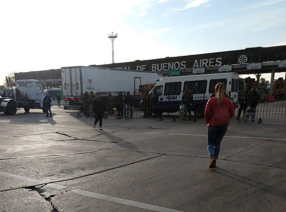 Tensión y corte en el Mercado Central: piden la renuncia del Director y amenazan con hacer un acampe