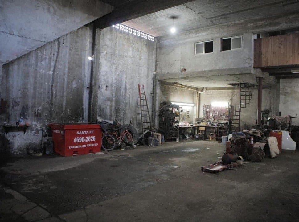 Olores nauseabundos en Castillo, Laferrere y Ciudad Evita: clausuraron a la empresa que derramó líquidos en cloacas